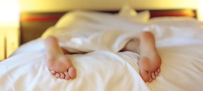 Je CBD naravna rešitev za sindrom nemirnih nog?